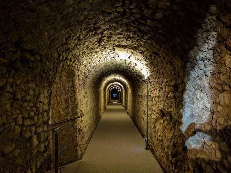 Interior de la cloaca del foro romano de Caesaraugusta