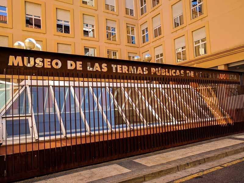 Acceso exterior al museo de las Termas Romanas de Caesaraugusta - Zaragoza