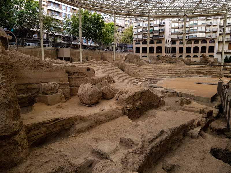 Vista de las gradas y pulpitum desde la pasarela del Teatro Romano de Caesaraugusta - Zaragoza