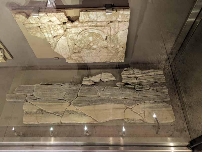 Placas de mármol decorativas de las Termas Romanas de Caesaraugusta - Zaragoza