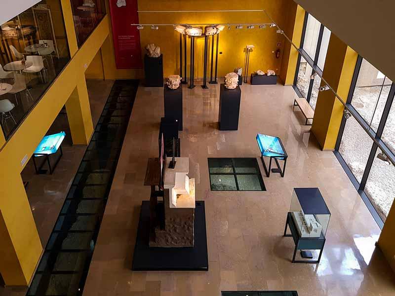 Vista de la planta sótano desde la primera del museo de Teatro Romano de Caesaraugusta - Zaragoza