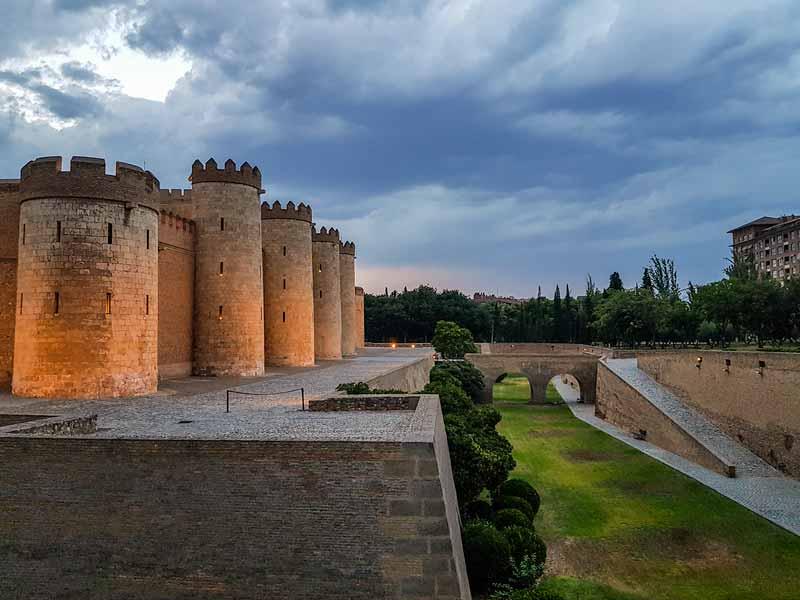 Foso del Palacio de la Aljafería