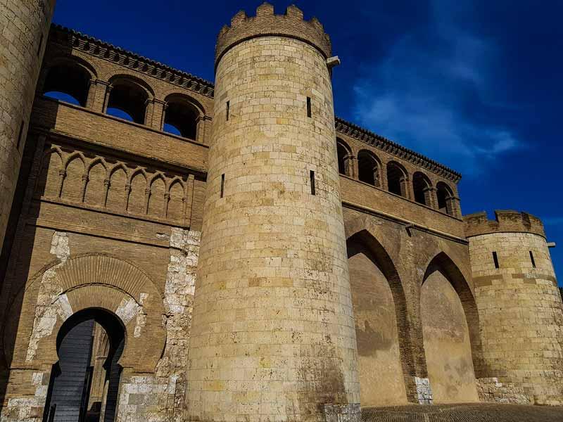Puerta de acceso al Palacio de la Aljafería