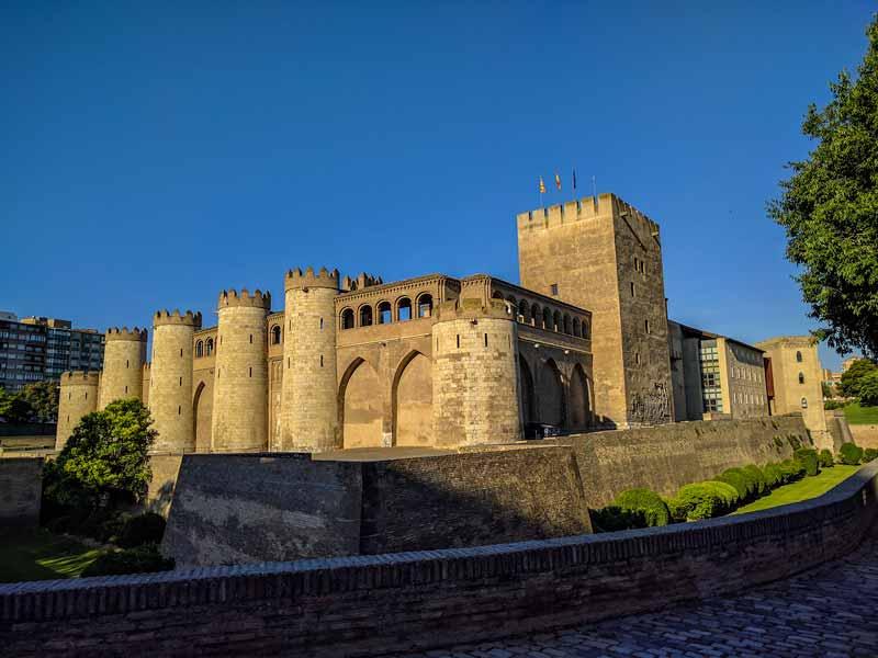 Torre del Trovador y palacio de la Aljafería