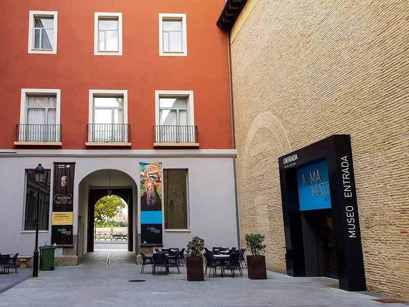 Alma Mater Museum. Patio y entrada del paseo Echegaray y Caballero - Zaragoza