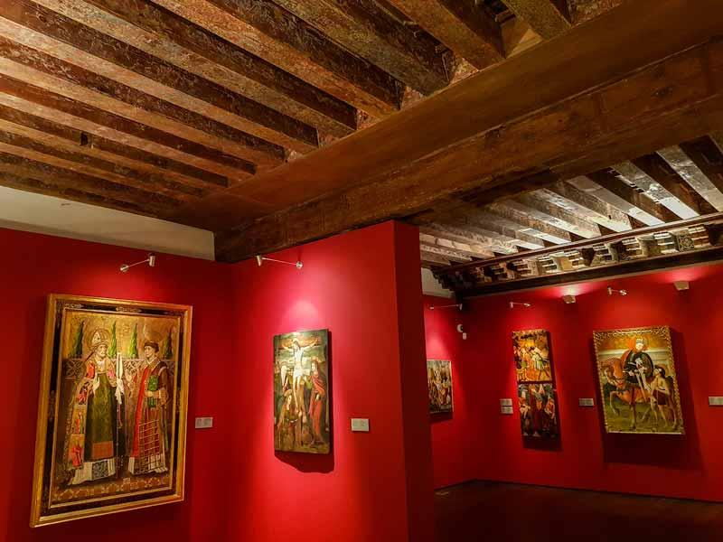 Sala 9: Habitación gótica con artesonado mudéjar - Alma Mater Museum