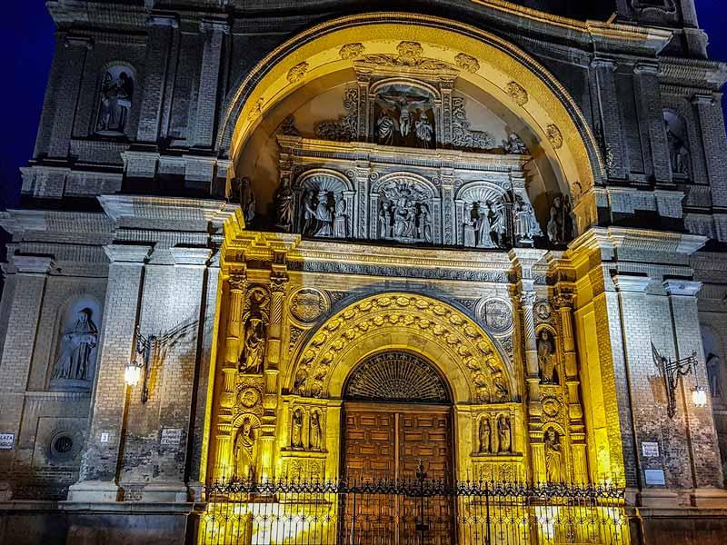 Portada iluminada de la Basílica de Santa Engracia - Zaragoza