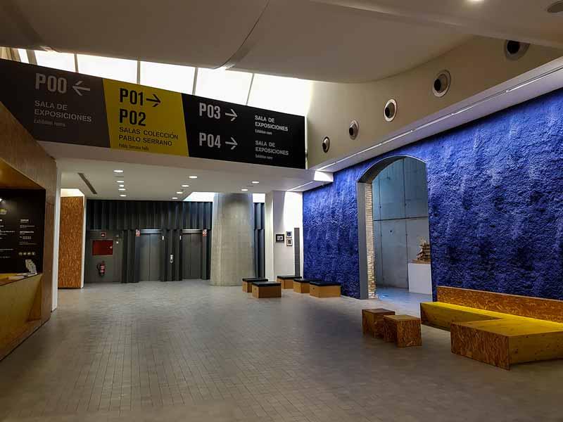 Hall de la planta baja del museo Pablo Serrano - Zaragoza