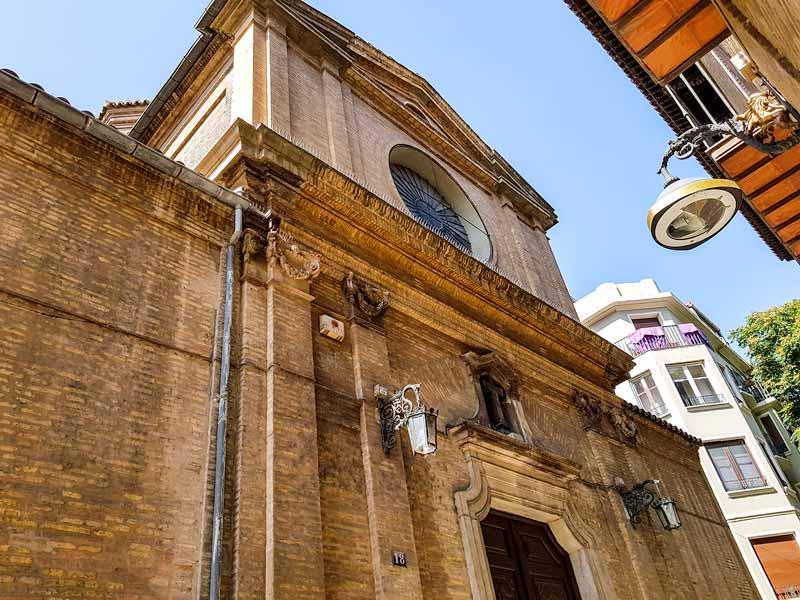 Fachada de la iglesia de la Exaltación de la Santa Cruz de Zaragoza