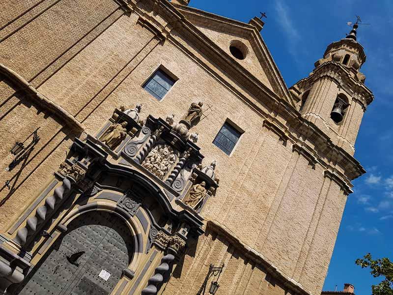 Fachada de la iglesia de San Felipe y Santiago el menor de Zaragoza