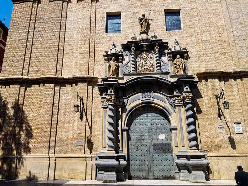 Portada de la iglesia de San Felipe y Santiago el Mayor de Zaragoza