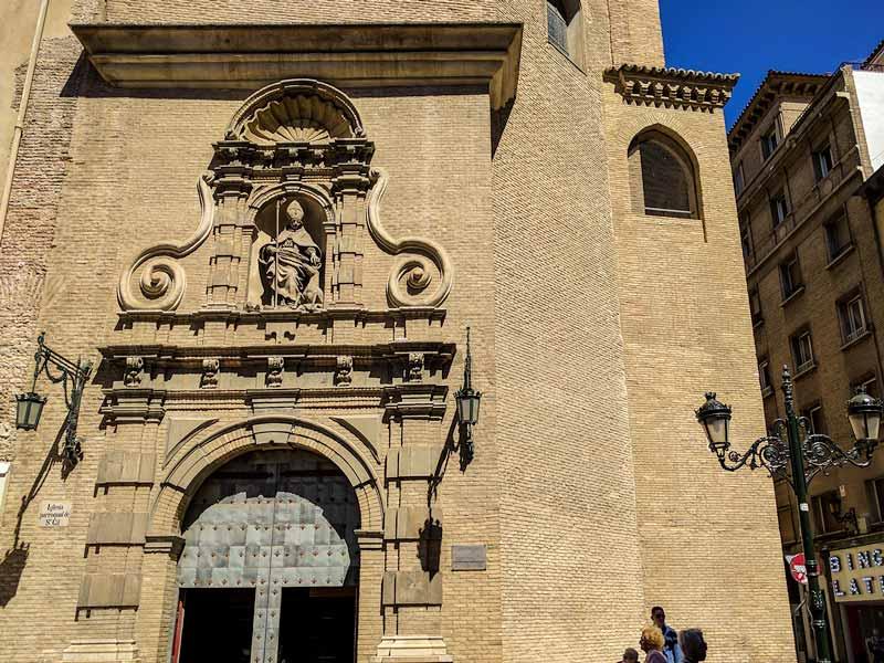 Portada barroca de la iglesia de San Gil Abad de Zaragoza
