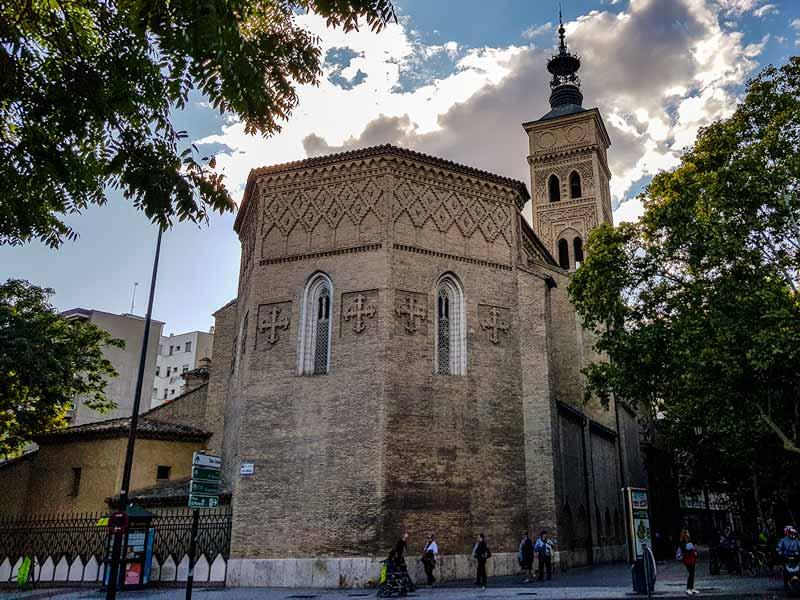 Ábside y torre de la Iglesia de San Miguel de los Navarros de Zaragoza