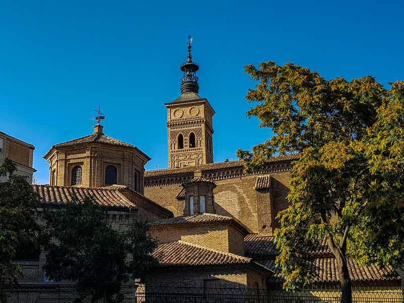 Vista de la iglesia de San Miguel de los Navarros desde Paseo de la Mina