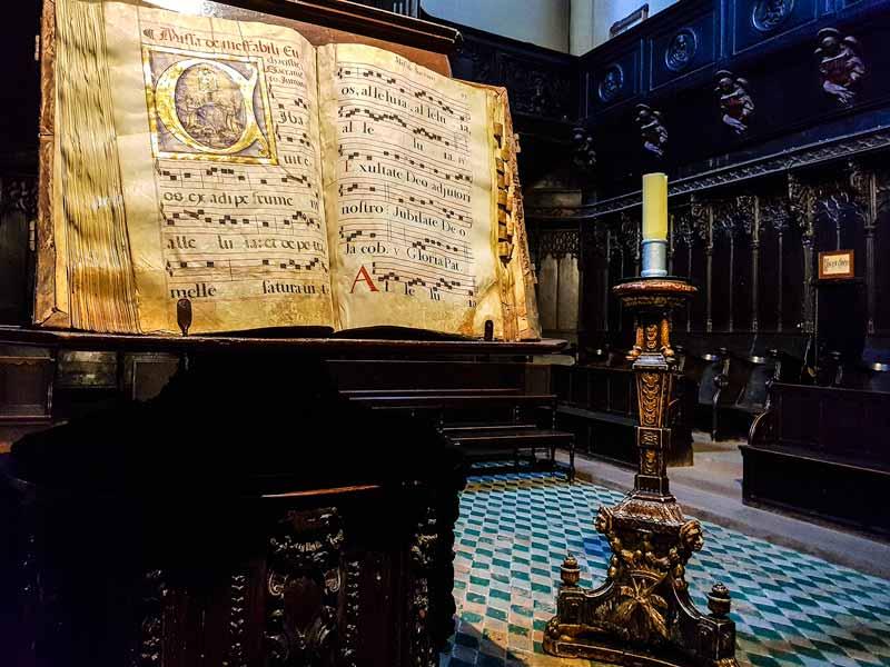 Misal antiguo situado en el coro de la iglesia de san Pablo - Zaragoza