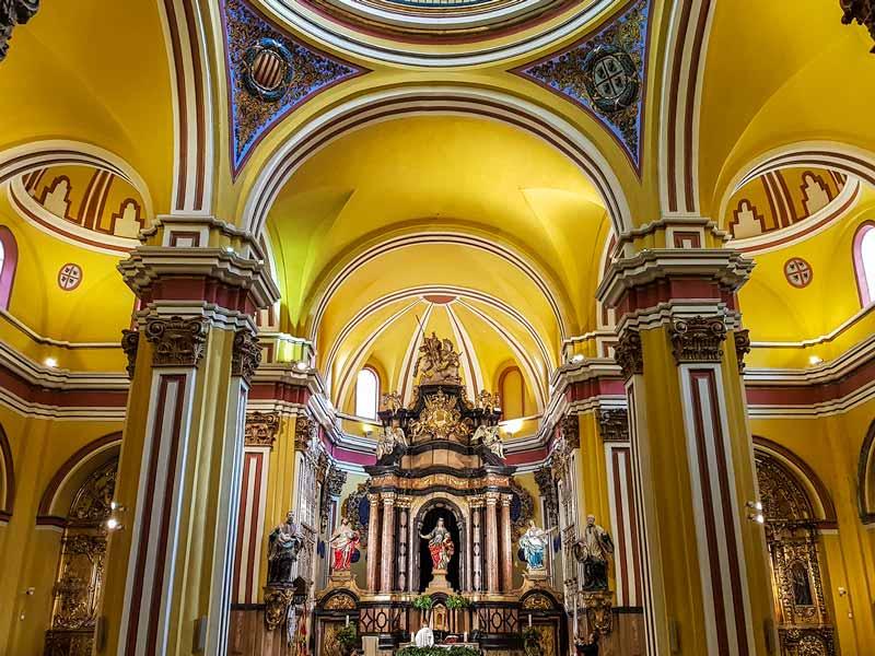 Altar y retablo de la Iglesia de Santa Isabel de Portugal o San Cayetano