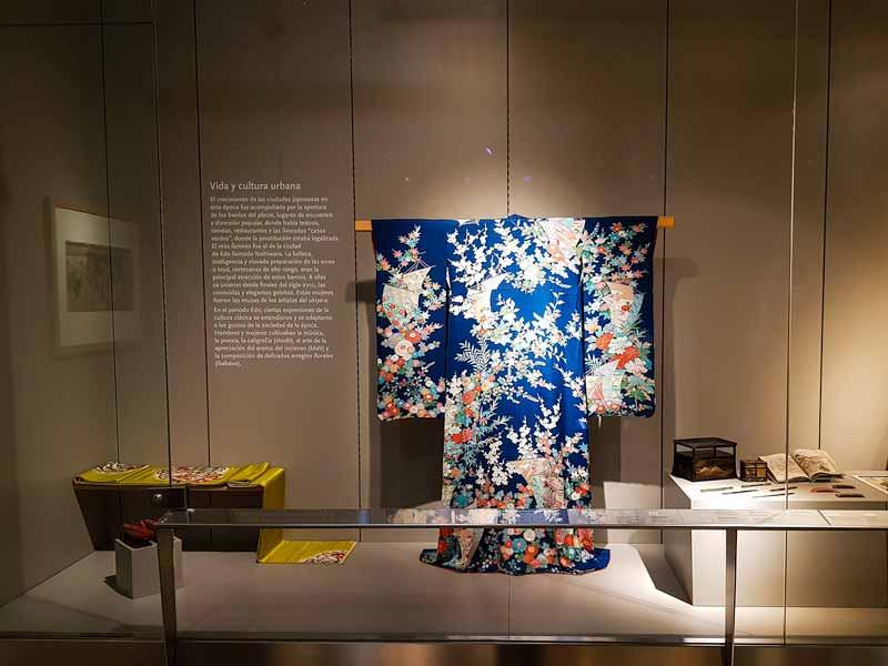 Kimono y otros utensilios de la vida y cultura urbana oriental. Museo de Zaragoza