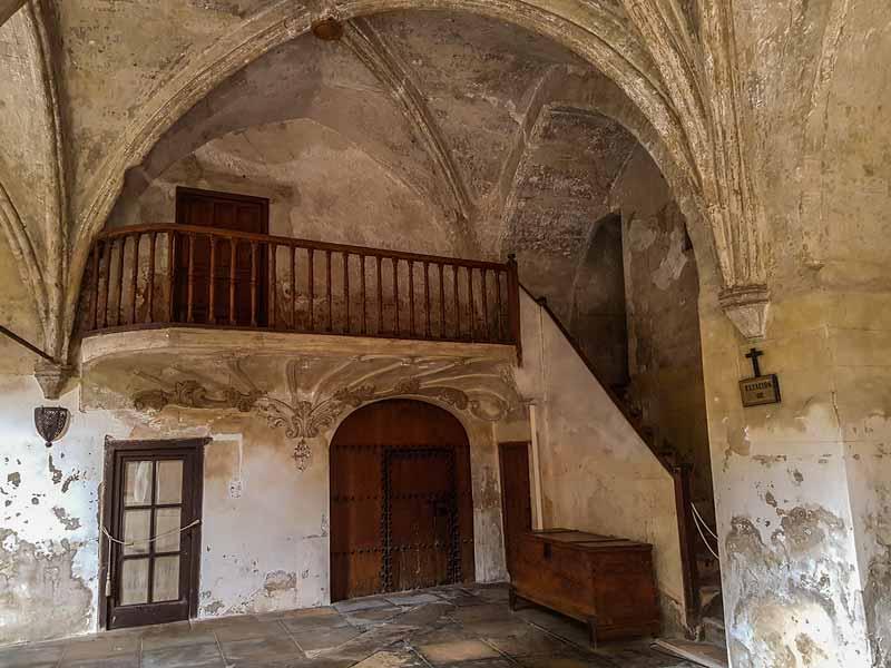 Interior del claustro del Monasterio de la Resurrección - Zaragoza