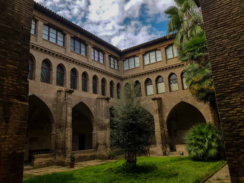Claustro mudéjar del Monasterio de la Resurrección - Zaragoza