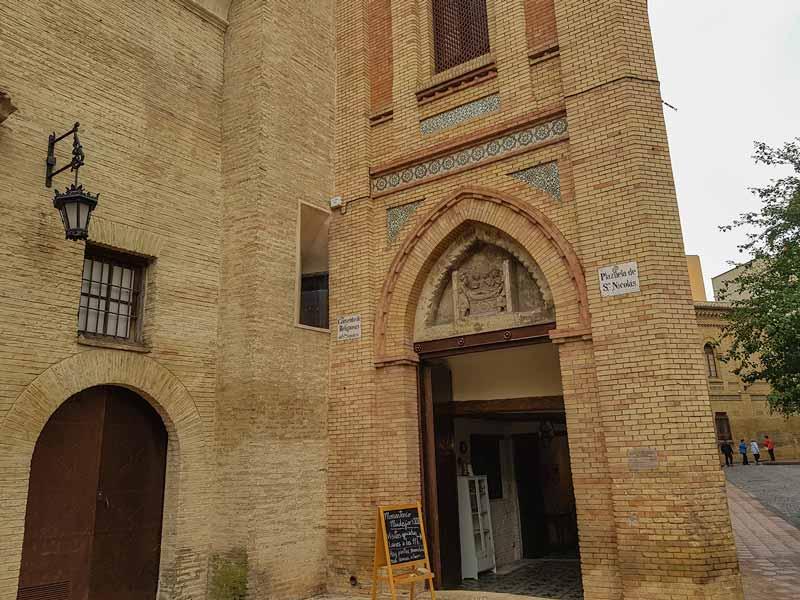 Entrada a la portería del Monasterio de la Resurrección - Zaragoza
