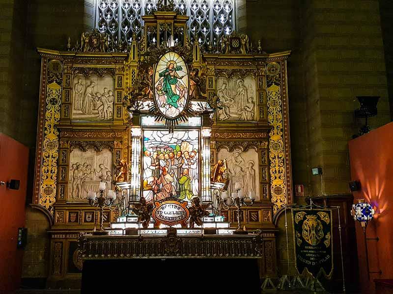 Carroza la Asunción de María a los cielos del Museo de los Faroles y Rosario de Cristal