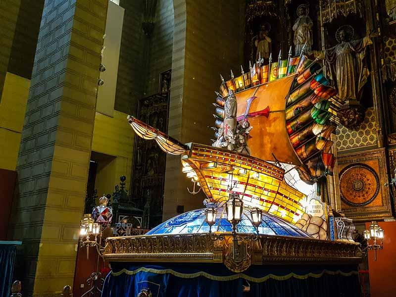 Carroza la Hispanidad del Museo de los Faroles y Rosario de Cristal