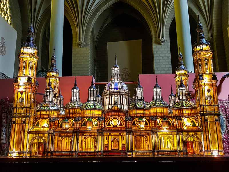 Carroza el Templo del Pilar del Museo de los Faroles y Rosario de Cristal