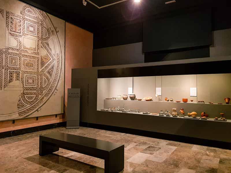 Exposición de mosaico y cerámicas romanas del Museo de Zaragoza
