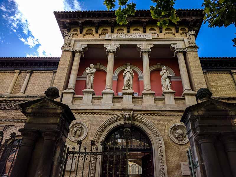 Museo de Zaragoza - Fachada exterior del edificio y acceso