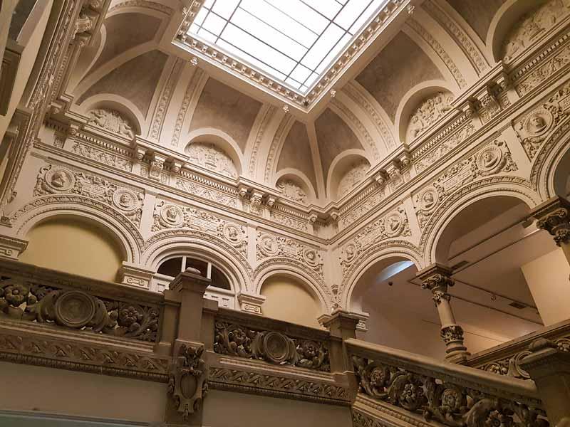 Acceso a la sección de Bellas Artes del Museo de Zaragoza
