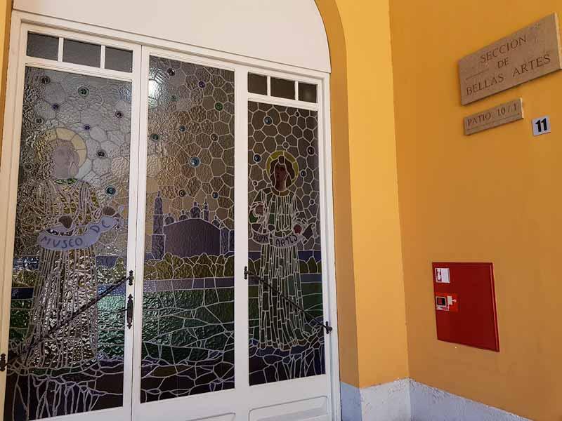 Puerta de acceso a la sección de Bellas Artes del Museo de Zaragoza