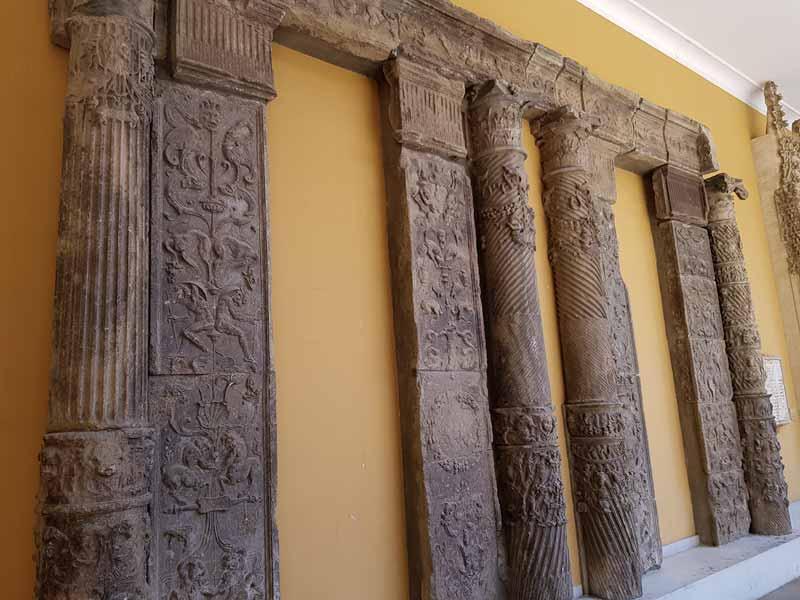 Restos de columnas del Museo de Zaragoza
