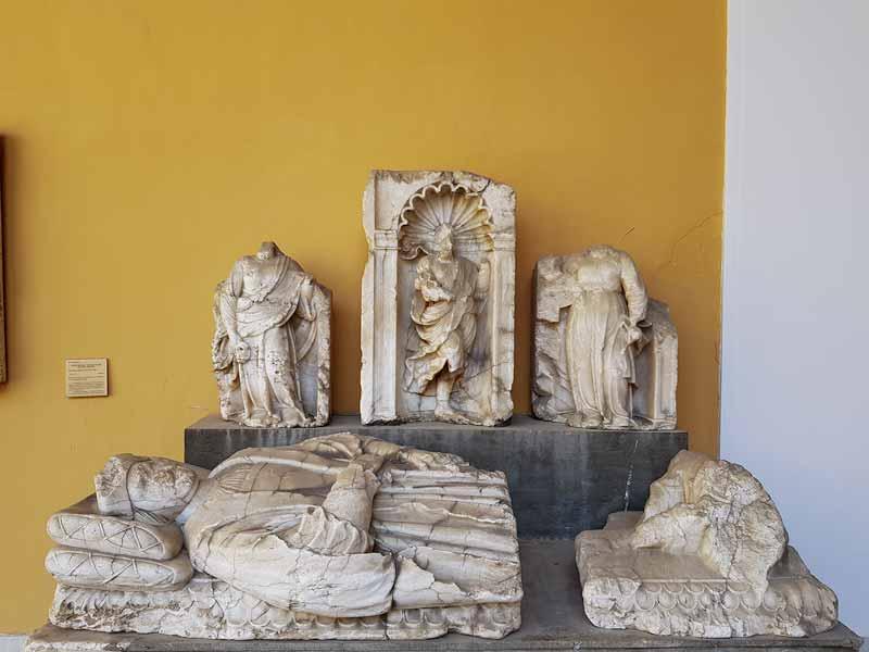 Lápida funeraria de la Edad Media. Museo de Zaragoza