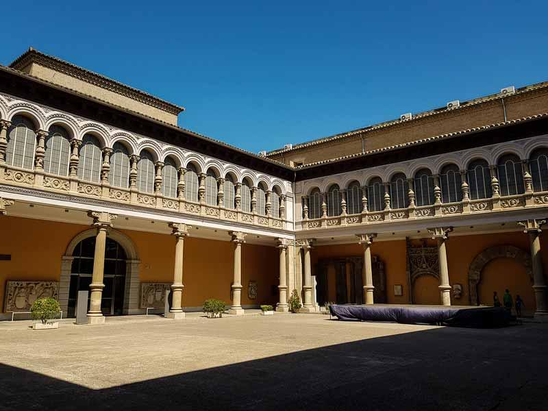 Vista de patio renacentista aragonés del Museo de Zaragoza