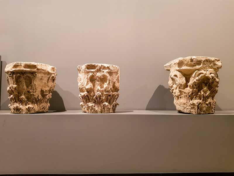 Restos arquitectónicos romanos. Capiteles. Museo de Zaragoza