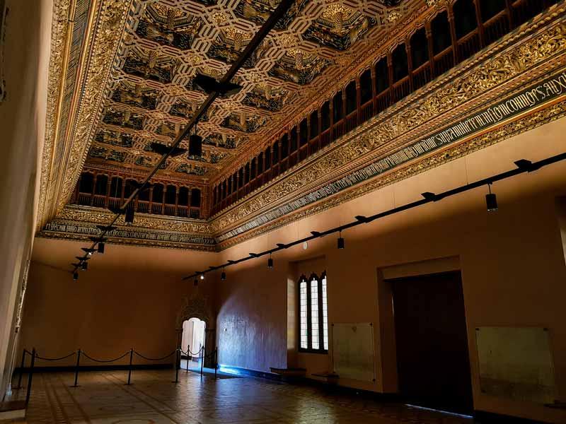 Salón del trono del palacio de la Aljafería