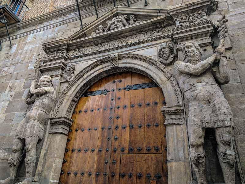 Portada del palacio de los Condes de Morata de Zaragoza