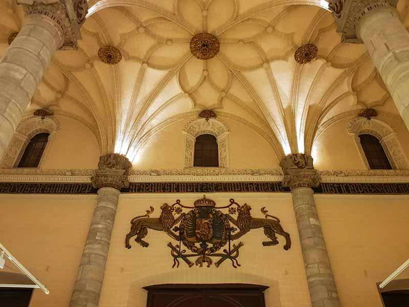 Escudo de Carlos V - Lonja de Zaragoza