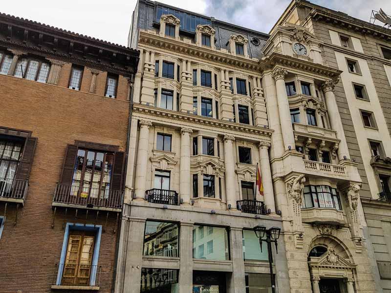 Fachada del antiguo Banco de Aragón