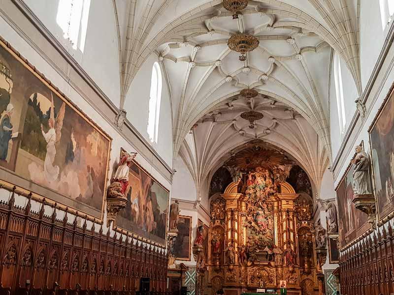 Nave central de la iglesia con los óleos de Goya - Cartuja del Aula Dei - Zaragoza