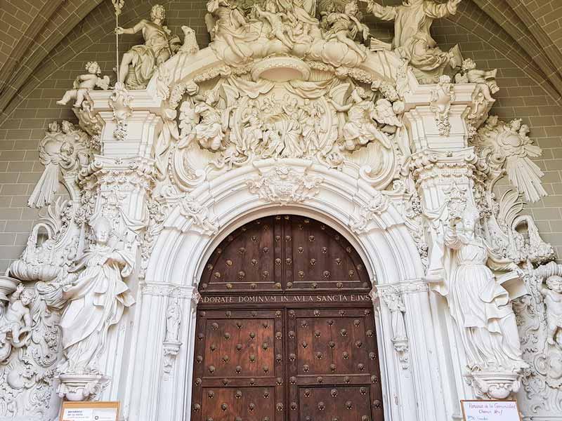 Portada barroca de la iglesia de la Cartuja del Aula Dei - Zaragoza
