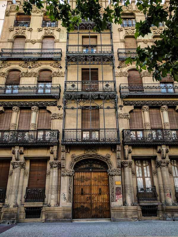 Puerta de la Casa Juncosa de Zaragoza