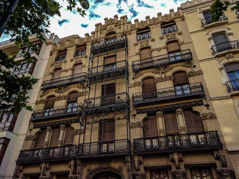 Fachada de la Casa Juncosa de Zaragoza
