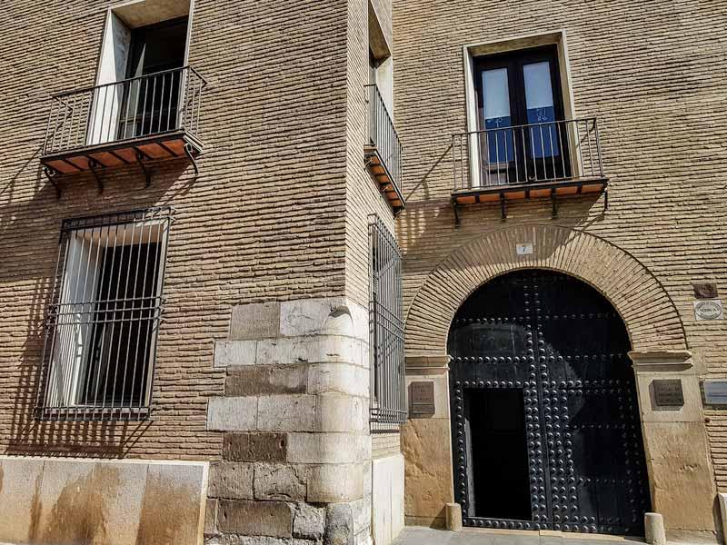 Puerta de acceso a la Casa de los Torrero de Zaragoza