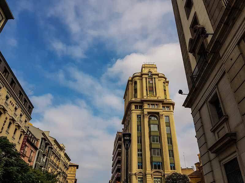 Edificio La Adriática desde el Coso