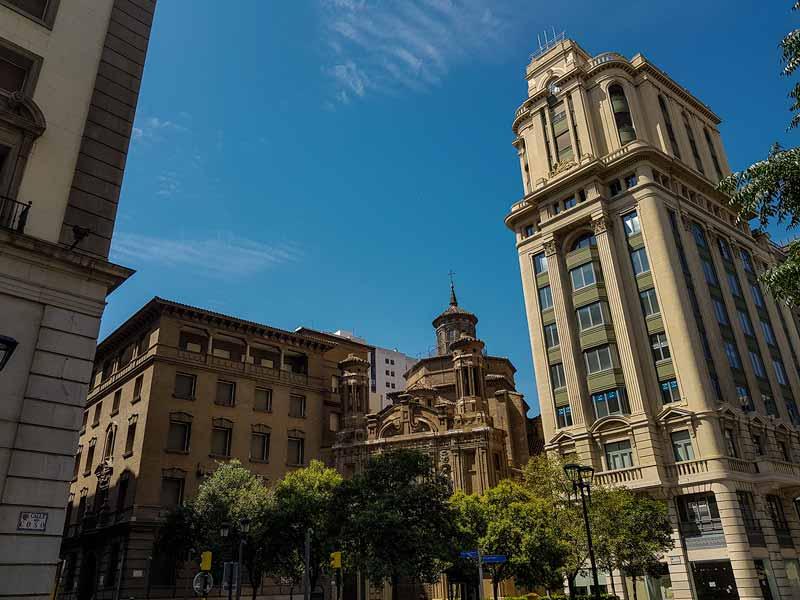 Plaza San Roque con la Adriática junto a la iglesia de la Mantería