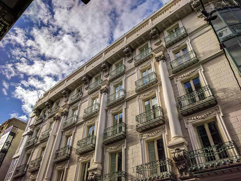 Fachada de la calle la Paz del edificio de Sagasta 21 de Zaragoza