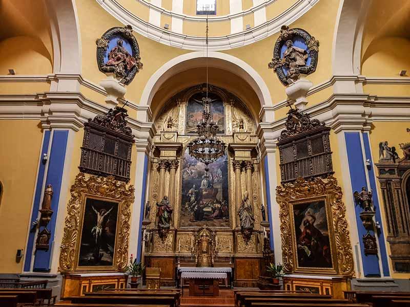 Altar y retablo de la iglesia de Nuestra Señora de Gracia de Zaragoza