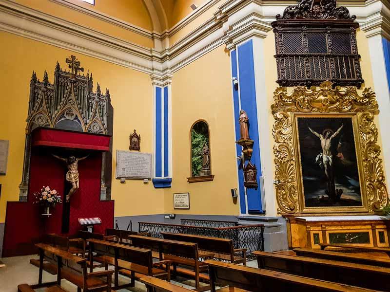 Lateral y acceso a la cripta de la iglesia de Nuestra Señora de Gracia de Zaragoza