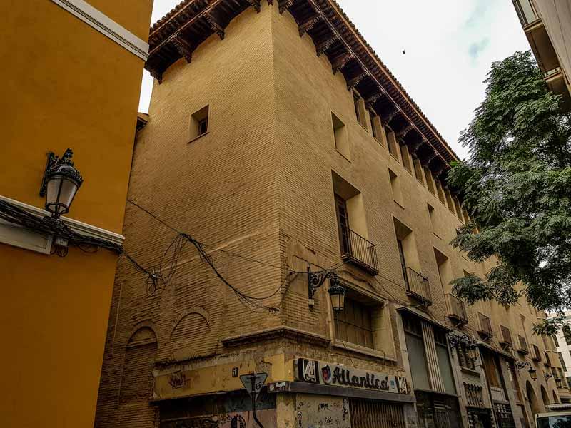 Locales comerciales del palacio de Fuenclara